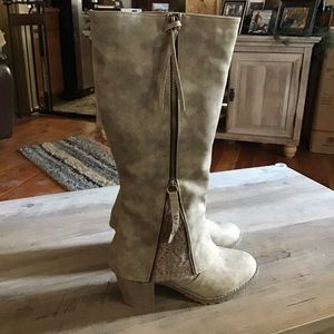 💸⤵️Adorable! ❤️ MUK LUK Lacey Taupe Boots 8